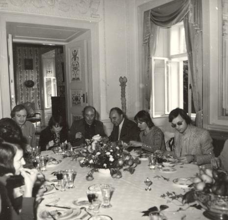 Od lewej dyr. Walter Zanini (w drugim rzędzie; Dyrektor Muzeum Sztuki Współczesnej Uniwersytetu Sao Paolo), K. Śmiechowska, P. Gaudibert, T. Grochowiak, K. Selung, G. Geldmacher