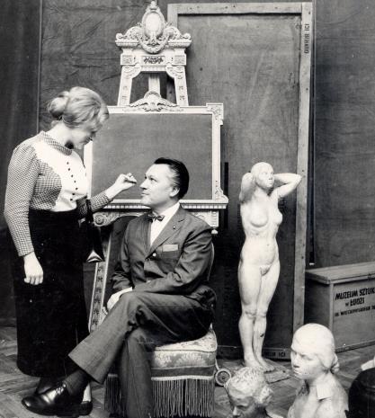Anna Łąbęcka (Dział Sztuki Nowoczesnej) i dyr. Thomas M. Messer (The Solomon Guggenheim Museum w Nowym Jorku)