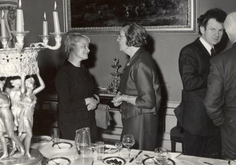 Od lewej dyr. Eugenia Georgijewskaja (Muzeum Puszkina w Moskwie), p. Lorentzowa, dyr. Jean Leymarie (Musee National d'Art Moderna w Paryżu)