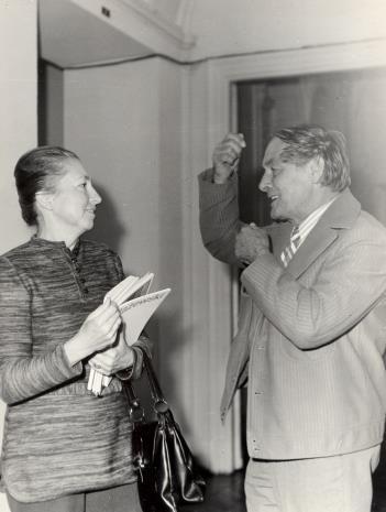 Irena Jakimowicz (kustosz Działu Grafiki Współczesnej Muzeum Narodowego w Warszawie) i R. Graetz