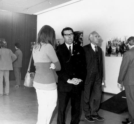 Pierwszy z prawej w okularach T. Szadkowski