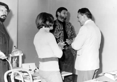 Od lewej Jerzy Treliński, Janina Pierzgalska-Tworek, Ireneusz Pierzgalski, dyr. Thomas M. Messer (The Solomon Guggenheim Museum w Nowym Jorku)