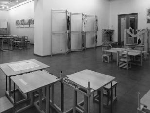 Przestrzeń dla dziecka (projekty mebli artystów z grupy Hajnówka)