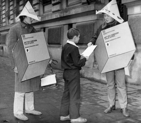 Akcja reklamowa przed gmachem muzeum