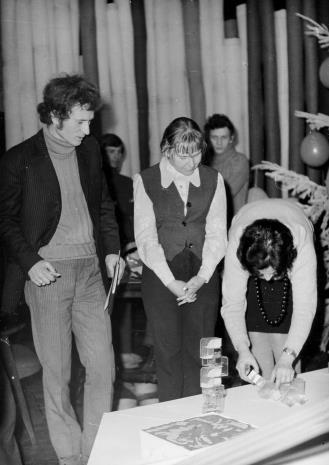 Od lewej x, Janina Ładnowska (Dział Sztuki Nowoczesnej), Janina Ojrzyńska (Dział Naukowo - Oświatowy)