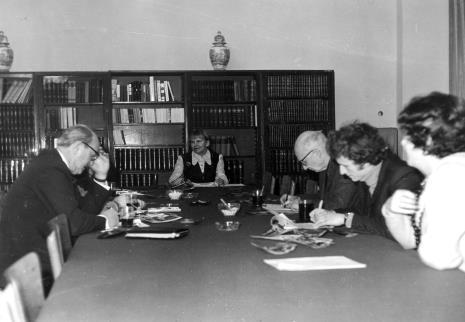 Od lewej Apoloniusz Zawilski, Janina Ładnowska (Dział Sztuki Nowoczesnej), red. Mieczysław Jagoszewski (Dziennik Łódzki), x, Janina Ojrzyńska (Dział Naukowo - Oświatowy)