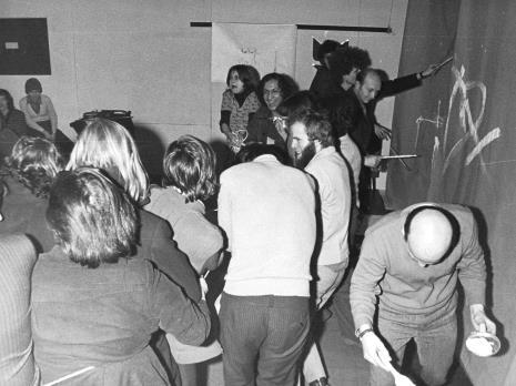 """Kwiekołom"""", 13.02.1973. Paweł Kwiek (z brodą) z uczestnikami akcji"""