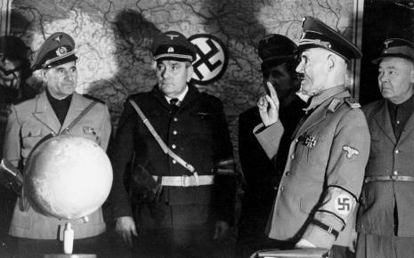 """Spektakl """"Kariera Adolfa Hitlera"""" zrealizowany przy współpracy Teatru emerytów Edwarda Kowalskiego i studentów Szkoły Filmowej w Łodzi, 02.02.1973"""