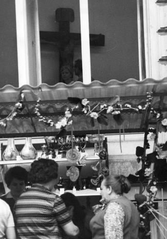 """Kiermasz szkła artystycznego huty """"Hortensja"""" w Piotrkowie Trybunalskim organizowany przez łódzki AGED"""