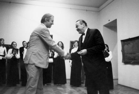 Z prawej prof. Kazimierz Dębski, dyrygent Łódzkiego Zespołu Wokalnego
