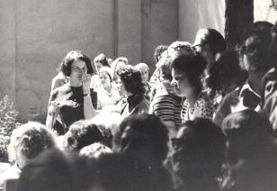 Z lewej Urszula Czartoryska (Dział Fotografii i Technik Wizualnych) wśród publiczności