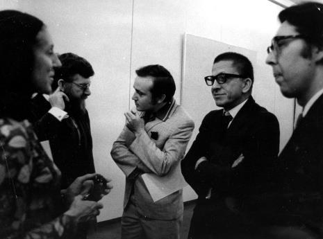Od lewej przedstawicielka ambasady Belgii, Jef Verheyen, Kazimierz Przybylski (kompozytor muzyki inspirowanej obrazami J. Verheyena), dyr. Ryszard Stanisławski, Janusz Bujacz (działacz i propagator Dyskusyjnych Klubów Filmowych)