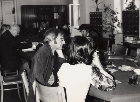 Konferencja prasowa, na pierwszym planie François Morellet z żoną