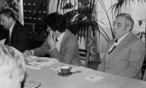 Konferencja prasowa w czytelni biblioteki ms, od lewej dyr. Ryszard Stanisławski (ms), Jerzy Kosiński, Izaak Kersz (Gmina Wyznaniowa Żydowska w Łodzi)