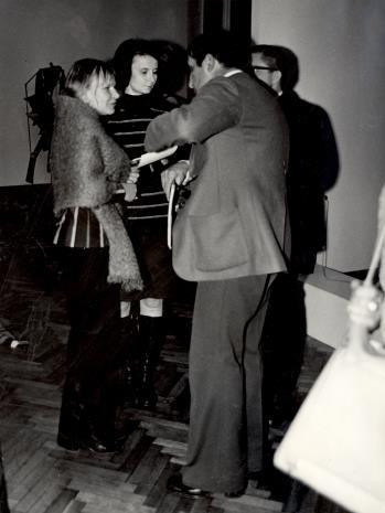 Od lewej Janina Ładnowska (Dział Sztuki Nowoczesnej), Urszula Czartoryska (Dział Fotografii i Technik Wizualnych), Tadeusz Kantor