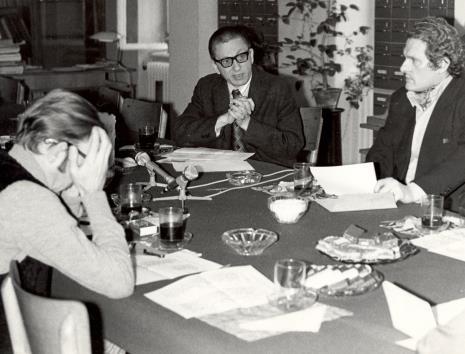 Uczestnicy spotkania w czytelni biblioteki Działu Dokumentacji Naukowej, głos zabrał dyr. Ryszard Stanisławski