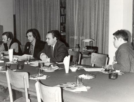 Uczestnicy spotkania w czytelni biblioteki Działu Dokumentacji Naukowej, od prawej dr. Jacek Ojrzyński, x, Andrzej Lachowicz, x