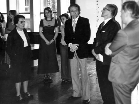 Od lewej Krystyna Bieńkowska (wicedyrektor BUŁ), x, x, Stanislav Kolibal, dyr. Ryszard Stanisławski, Janusz Dunin (BUŁ)