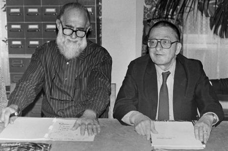 Konferencja prasowa w czytelni biblioteki ms, Emilio Vedova i dyr. Ryszard Stanisławski (ms)