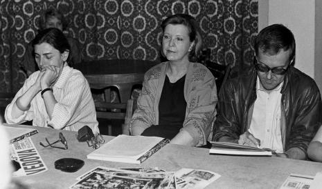 Konferencja prasowa w czytelni biblioteki ms, od lewej red. Krystyna Namysłowska (Polskie Radio), red. Lucyna Hoszowska (Express Ilustrowany), red. M. Sadowski (Razem)