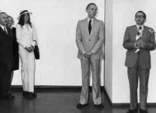 Od lewej Ryszard Brudzyński (wicedyrektor ms), x, żona artysty, Pieter Brattinga, dyr. Ryszard Stanisławski