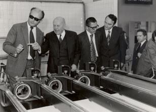 Wizyta w ZTK 'Teofilów', od lewej x, prof. Stanisław Lorentz, dyr. Ryszard Stanisławski, Włodzimierz Pośpiech (kierownik Wydziału Kultury)