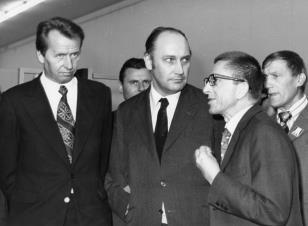 Od lewej Zbigniew Faliński (sekretarz KŁ PZPR), Tadeusz Kaczmarek (Minister Kultury i Sztuki), dyr. Ryszard Stanisławski, Wiesław Garboliński (prezes ZŁ ZPAP)