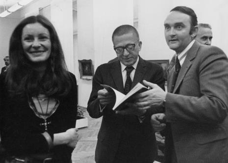 Od lewej Krystyna Potocka (Wydział Kultury RN), dyr. Ryszard Stanisławski, Włodzimierz Pośpiech (dyrektor Wydziału Kultury i Sztuki RN)