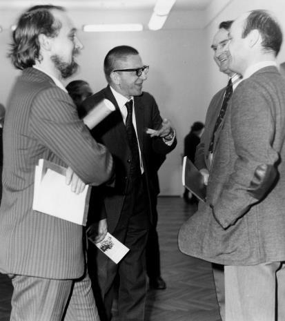 Od lewej Stanisław Cuchra-Cukrowski (architekt wystawy), dyr. Ryszard Stanisławski, Włodzimierz Pośpiech  (dyrektor Wydziału Kultury i Sztuki RN), Bernard Kepler (dyrektor BWA w Łodzi)