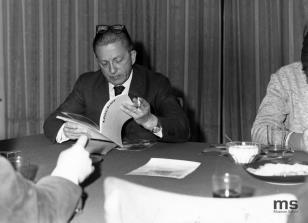 Konferencja prasowa w czytelni biblioteki Działu Dokumentacji Naukowej, dyr. Ryszard Stanisławski