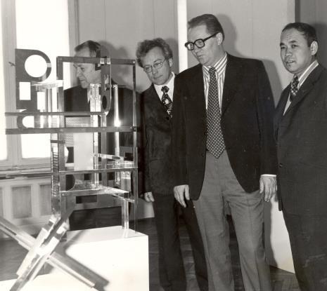 Artyści radziedzcy podczas zwiedzania ekspozycji