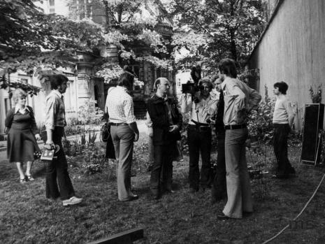 Obok kamerzysty z lewej red. Jerzy Katarasiński (Odgłosy)