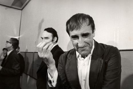 Od lewej dyr. Ryszard Stanisławski, Włodzimierz Pośpiech (kierownik Wydziału Kultury i Sztuki RN m. Łodzi), Tadeusz Kantor