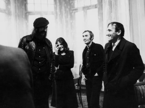 Spotkanie w gabinecie dyr. Ryszarda Stanisławskiego, od lewej Andrzej Biereziański, x, Wiesław Borowski (Galeria Foksal), Tadeusz Kantor
