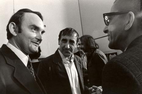 Od lewej Włodzimierz Pośpiech (kierownik Wydziału Kultury i Sztuki RN m. Łodzi), Tadeusz Kantor, dyr. Ryszard Stanisławski