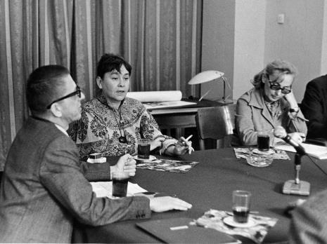 Konferencja prasowa w czytelni biblioteki Działu Dokumentacji Naukowej, od lewej dyr. Ryszard Stanisławski i Maria Stangret - Kantor, x