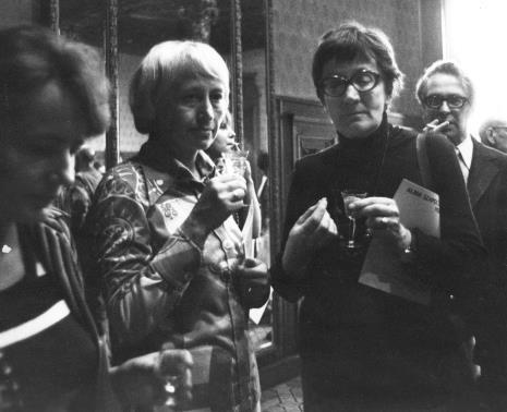 Od lewej x, Z. Janouskova (rzeźbiarka z Czechosłowacji), Barbara Zbrożyna, W. Janousek (rzeźbiarz z Czechosłowacji)