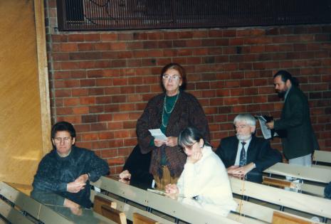 Od lewej Andrzej Gieraga (PWSSP w Łodzi), Bożena Kowalska (stoi), Tadeusz Wroński, dr Piotr Piotrowski (UAM w Poznaniu)