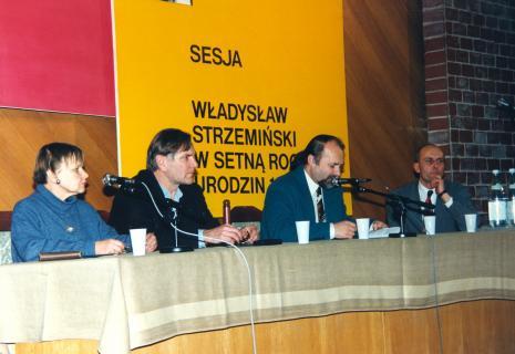 Janina Ładnowska (Dział Sztuki Nowoczesnej), Józef Robakowski, Grzegorz Sztabiński (PWSSP w Łodzi), dyr. Jaromir Jedliński (ms)