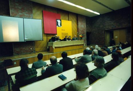 Uczestnicy sesji w auli PWSSP w Łodzi