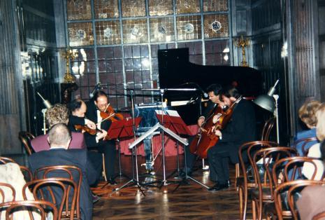 Muzycy Kwartetu Śląskiego podczas prawykonania Kwintetu Fortepianowego Zygmunta Krauzego