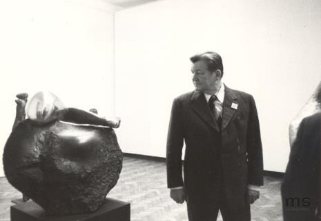 Od lewej Ryszard Brudzyński (wicedyrektor ms), Lucjan Motyka  (kierownik Wydziału Kultury KC PZPR), pracownica Ministerstwa Kultury i Sztuki, x, Włodzimierz Pośpiech (kierownik Wydziału Kultury i Sztuki RN m. Łodzi)