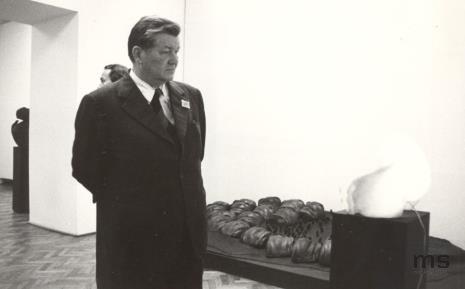 Z lewej Ryszard Brudzyński (wicedyrektor ms) i  Lucjan Motyka (kierownik Wydziału Kultury KC PZPR)