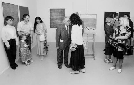 Z lewej rodzina artysty, w środku Stanisław Fijałkowski