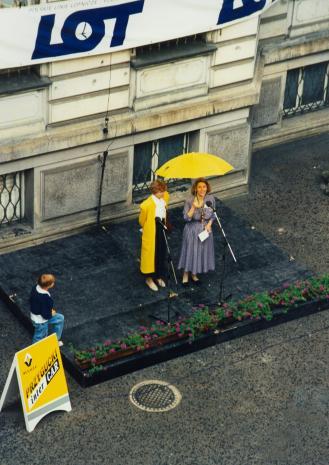 Z żółtym parasolem Katarzyna Jasińska (Dział Promocji)