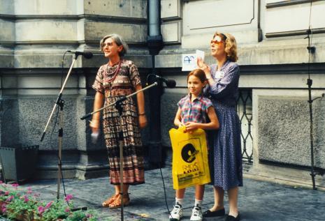 Red. Krystyna Namysłowska (Polskie Radio) i Katarzyna Jasińska (Dział Promocji) prowadzą konkurs dla dzieci