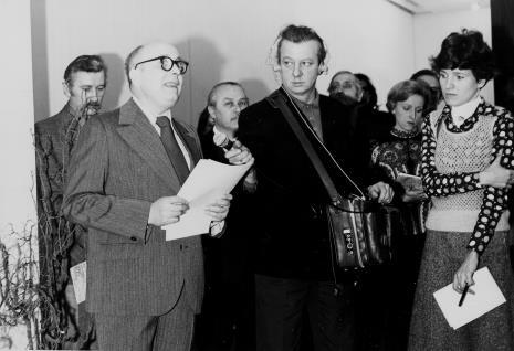 Od lewej Mieczysław Pracuta (konserwator miejski) Mieczysław Potemski (Dział Sztuki Obcej), Ryszard Brudzyński (wicedyrektor ms), dźwiękowiec radiowy, red. Krystyna Tamulewicz-Górna (Polskie Radio - Radio Łódź)