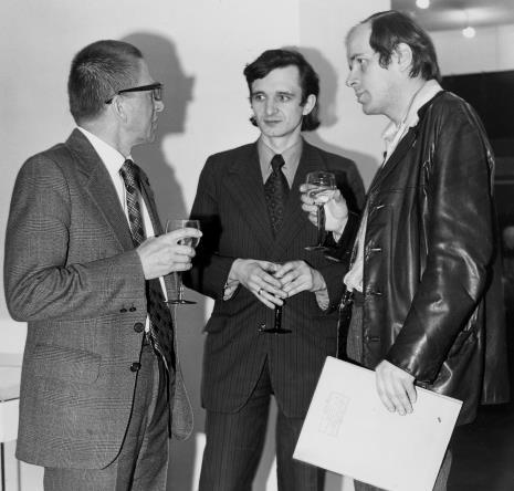Od lewej dyr. Ryszard Stanisławski, red. Janusz Majer (Odgłosy, pózn. Uniwersytet Łódzki), Janusz Zagrodzki (Dział Grafiki i Rysunku Nowoczesnego)