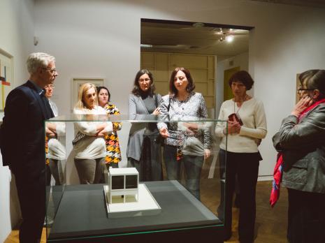 Od lewej prof. Marek Wieczorek (Uniwersytet Łódzki), x, x, x, x, Paulina Kurc-Maj (Dział Sztuki Nowoczesnej), Anna Saciuk-Gąsowska (Dział Sztuki nowoczesnej), Elżbieta Hibner (była wiceprezydent Łodzi).