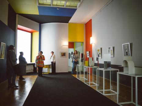 Oprowadzanie po wystawie Organizatorzy życia. De Stijl, polska awangarda i design.